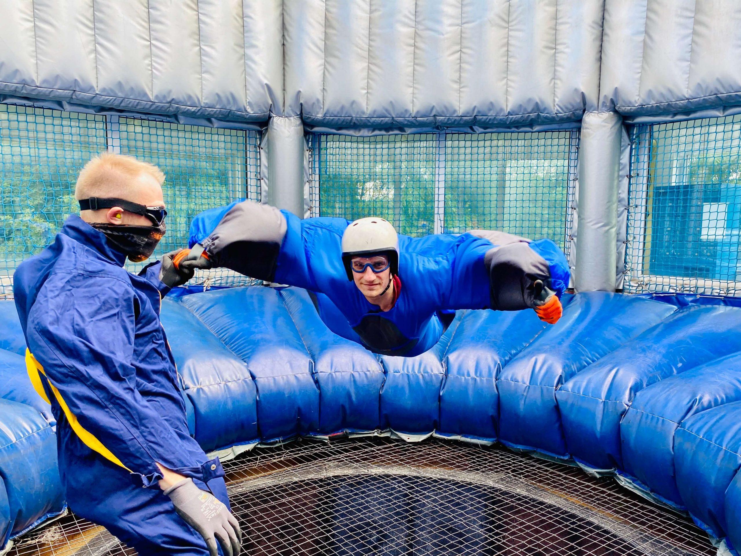 Fliegen-wie-beim-Fallschirmsprung-bei-der-air-power-arena-bodyflying-erlebnisse-in-hückelhoven