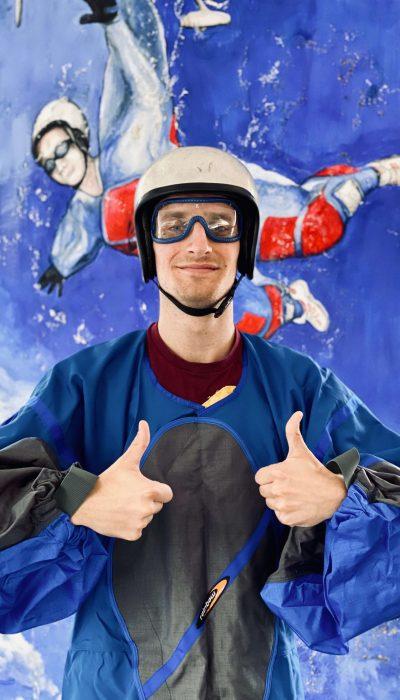 Kann-ich-auch-Bodyflying-fliegen-Ausrüstung-Brille-Helm-Fluganzug-Windkanal-air-power-aren
