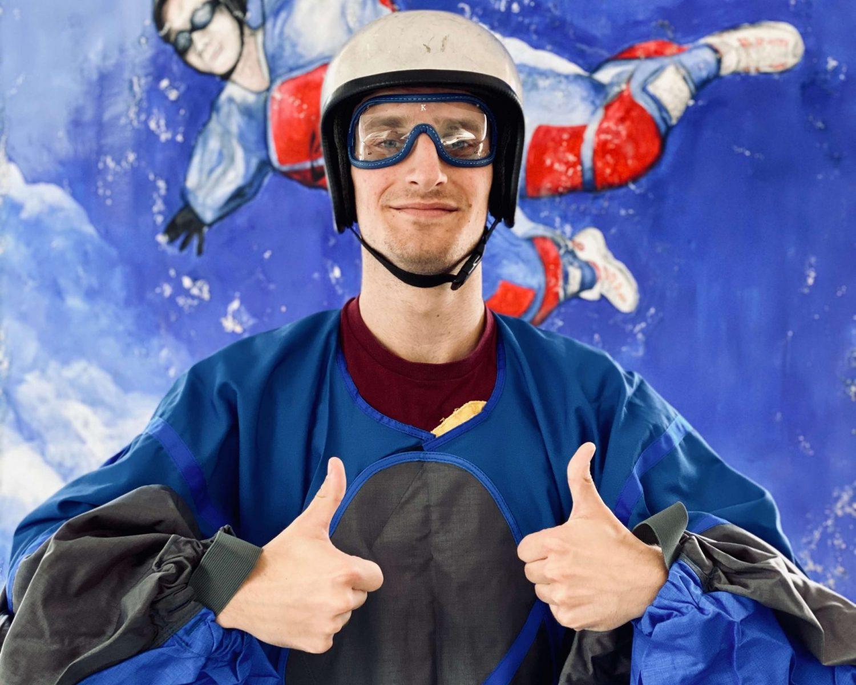 Zufriedener-Bodyflyer-nach-Flug-Air-Power-arena-hückelhoven